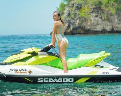 Potret Seru Shandy Aulia Liburan di Bali, Floating Breakfast hingga Main Jetski
