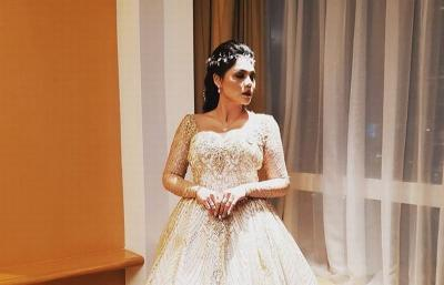 Pakai Dress Belahan Paha Tinggi, Katty Butterfly Mencuri Perhatian
