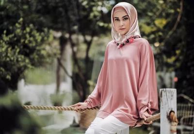 Bergaya dengan Hijab, Vicy Melanie Tetap Keren