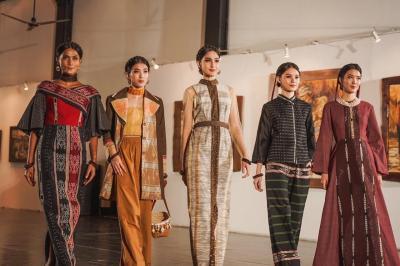 Koleksi Teranyar Didiet Maulana Terilhami Ketangguhan Perempuan Tanimbar