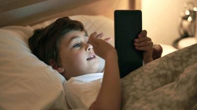 Kebiasaan Menatap Layar Gadget di Malam Hari Tingkatkan Risiko Diabetes