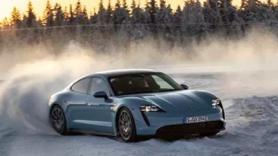 Jadi Mobil Listrik Pertama Drifting 55 Menit, Porsche Taycan Sabet Rekor