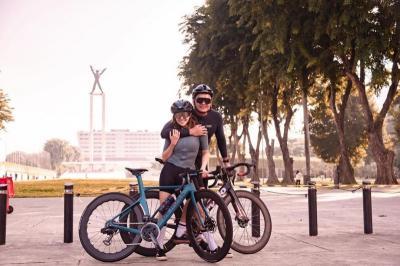 Serunya Gisel Sepedaan di Lapangan Banteng, Ditemani Pacar Tersayang