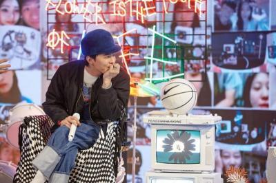 Lewat YOUTOPIA, G-Dragon Kenalkan Sneakers Barunya