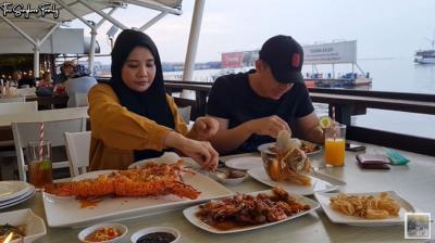 Hamil 20 Minggu, Zaskia Sungkar Ngidam Makan Lobster