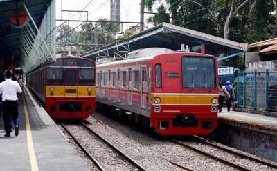 Perjalanan KRL Tertahan dari Stasiun Cawang hingga Pasar Minggu