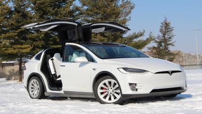 Sistem Keamanan Mobil Tesla Model X Mudah Dieksploitasi Hacker dan Pencuri
