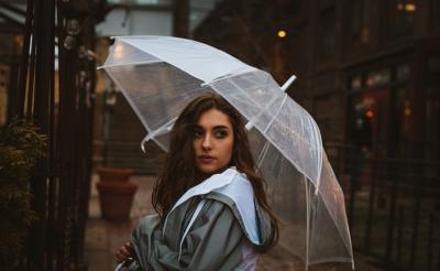 Mau Tampil Cantik dan Menawan saat Musim Hujan, Ini 5 Caranya