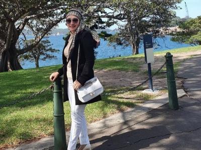 5 Gaya Hijab Iis Edhy Prabowo, Modis dan Kekinian!