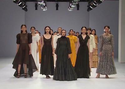 Karya Mendiang Barli Asmara Torehkan Cerita Indah Jakarta Fashion Week 2021