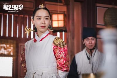 Gaya Eksentrik Shin Hye Sun Jadi Ratu Joseon dalam Mr Queen