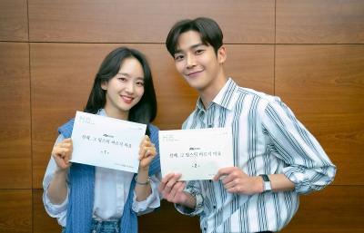 Rowoon SF9 Cium Mesra Won Jin Ah dalam Poster Drama Baru JTBC