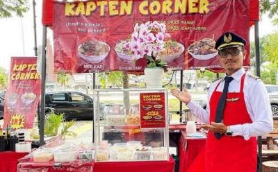 Kena PHK Imbas Corona, Mantan Pilot Jualan Mi Kari di Pinggir Jalan