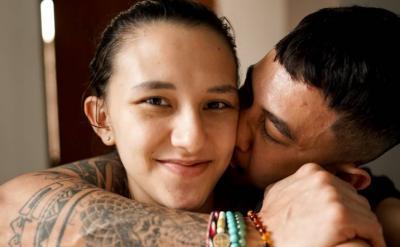 Ungkapan Bahagia Dahlia Poland di Ulang Tahun ke-5 Pernikahan