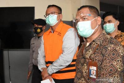 Penampakan Edhy Prabowo Diborgol dan Pakai Rompi Oranye KPK