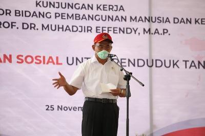 Menko PMK Minta TNI-Polri Bantu Penyaluran Bansos di Papua
