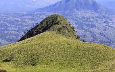5 Sabana Eksotis di Pegunungan Indonesia, Nomor 4 Destinasi Favorit Turis