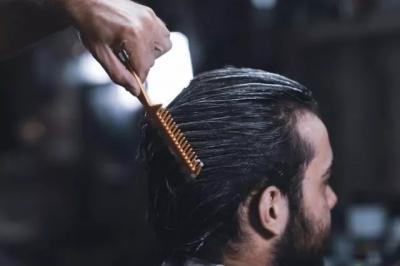7 Cara Atasi Rambut Rontok pada Pria, Teratur Keramas hingga Lakukan Pijatan
