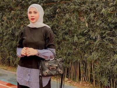 4 Gaya Hijab Kesha Ratuliu yang Baru Raih Gelar Sarjana, Minimalis dan Stylish!