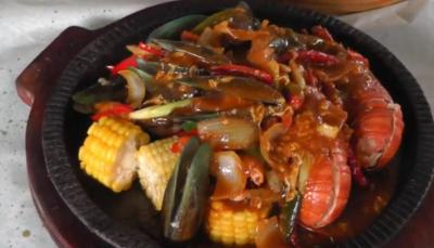 Wisata Kuliner di Palembang, Santap Lobster Saos Padang Rasanya Nampol Banget