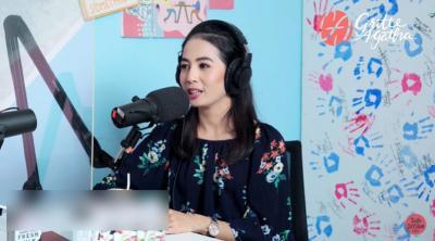 Viral, Pramugari Cantik Ini Jualan Sate Taichan dan Tahu Krispi