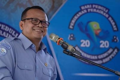 Gaya Kasual Menteri Edhy Prabowo Pakai Hoodie Balenciaga Belasan Juta dan Sepatu Kulit