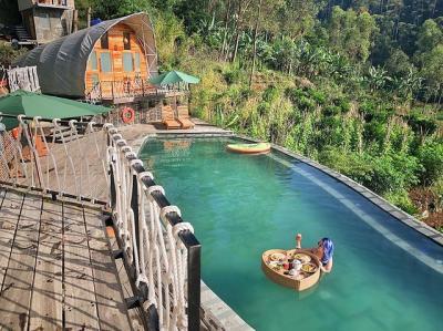 Mau Glamping Seru di Ciwidey? Ini Pilihan Destinasi yang Pemandangannya Keren Banget