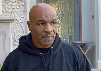 Mike Tyson Sengaja Undur Jadwal Lawan Roy Jones Jr untuk Persiapkan Diri