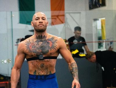 McGregor Sudah Tak Sabar Nonton Duel Mike Tyson vs Roy Jones Jr