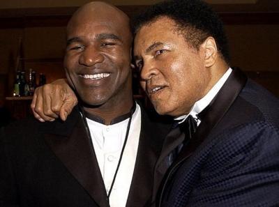 Mike Tyson vs Roy Jones Jr, Siapa yang Dijagokan Holyfield?