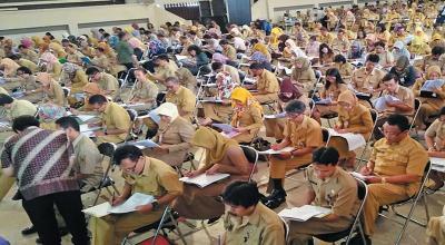 Jokowi: PNS Junior Harus Diberikan Kesempatan Tampil
