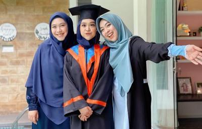 Butuh 7 Tahun untuk Lulus Kuliah, Ria Ricis: Ya Allah Akhirnya Wisuda