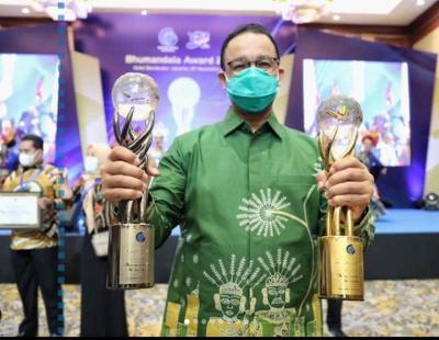 "Anies ""Pamer"" Penghargaan, Netizen: Jangan Sering-Sering Pak, Ada yang Panas"