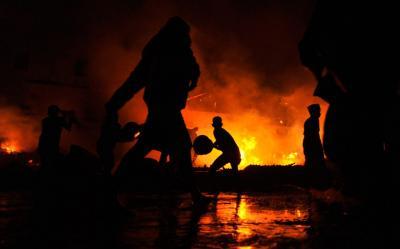 Kebakaran di Petamburan, Petugas Masih Berjibaku Padamkan Api
