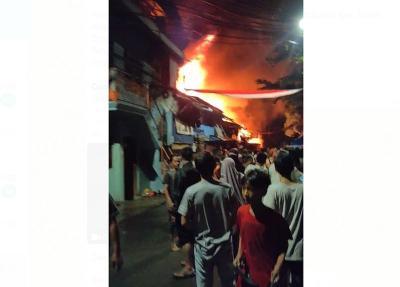 Kebakaran, Warga Petamburan Panik Berhamburan Keluar Rumah