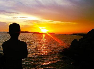 Cerita Pengunjung Pantai Anggar Sibolga Mandi di Laut demi Tingkatkan Imun Tubuh