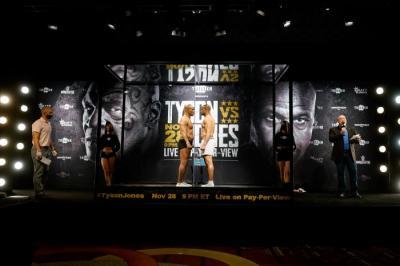Duel Mike Tyson vs Roy Jones Jr Diyakini Akan Jadi Perang Habis-habisan