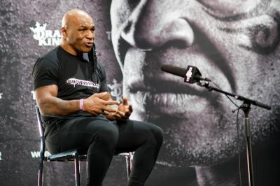 Jelang Hadapi Jones, Mike Tyson Perlihatkan Kekuatan yang Tak Biasa