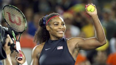 Tampilan Serena Williams dengan Boots, Bold Banget