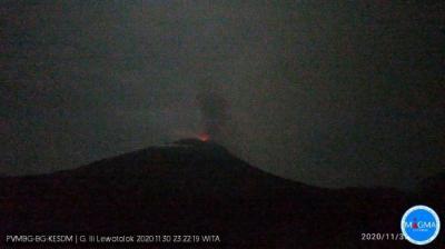 Gunung Api Ili Lewotolok Kembali Erupsi Malam Ini, Muntahkan Abu Setinggi 700 Meter