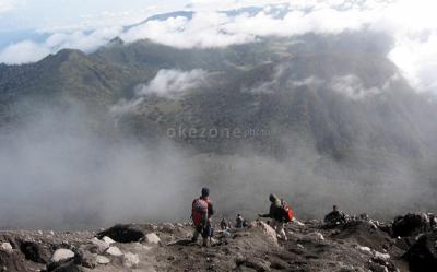 Relawan Syok Dengar Pendakian Gunung Semeru Ditutup