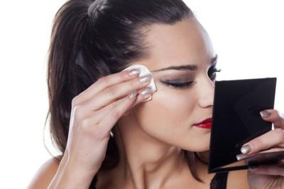 Mau Tampil Awet Muda, Jangan Lupa Rajin Hapus Makeup Anda