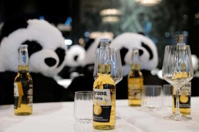 Kesal Belum Boleh Buka, Restoran Ini Taruh Boneka Panda Bernama Panda-Mie