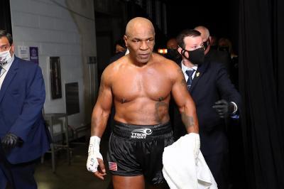 Ketagihan Bertinju, Mike Tyson Bidik Holyfield Jadi Lawan Berikutnya