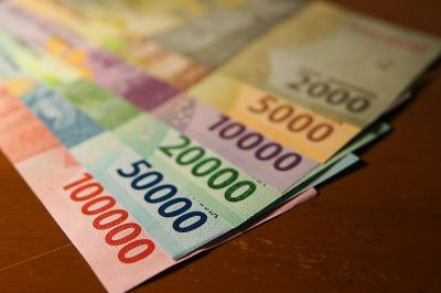 Tekan Dolar AS, Rupiah Menguat ke Rp14.157 USD