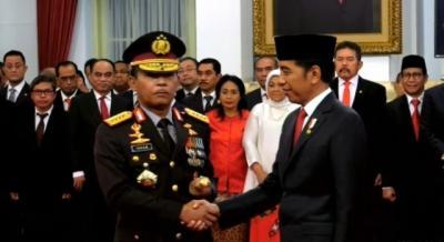 Bertabur Bintang, Kepada Siapa Tongkat Komando Kapolri Diberikan Jokowi?