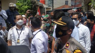 Ricuh di Petamburan: Polisi Bawa Surat Panggilan Habib Rizieq Dicaci, Wartawan Diintimidasi