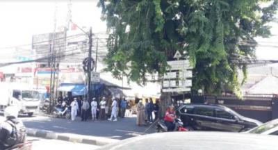 Blokade Jalan, Diduga Massa FPI Sisir Kawasan Petamburan