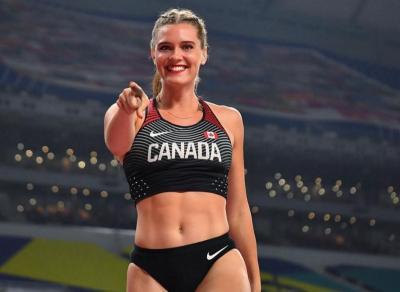 Intip Gaya Atlet Cantik Alysha Newman ke Pantai, Seksi nan Menggoda Banget!