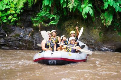 Jessica Iskandar Ajak El Barack Rafting di Sungai Ayung, Uh Gemas!